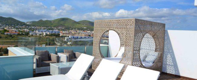 Suites de lujo en el hotel Torre del Mar Ibiza
